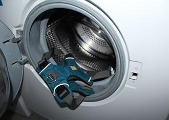 Hundegeschirr in der Waschmaschine