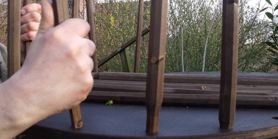 Holzstäbe einsetzen