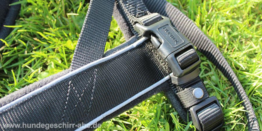 Klickverschluss und Druckknopf vom Hunter Racing